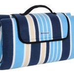 SONGMICS 200 x 200 cm XXL Picknickdecke Fleece wärmeisoliert wasserdicht mit Tragegriff (Blau-weiß gestreift)
